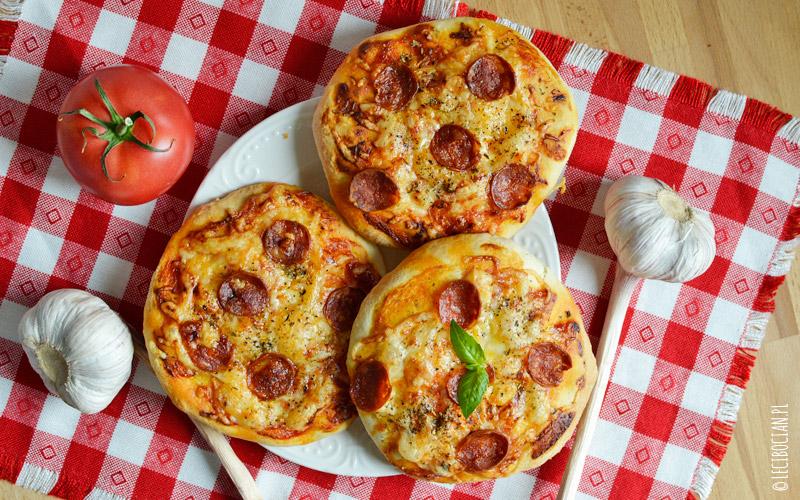 Mini pizzerinki z chorizo