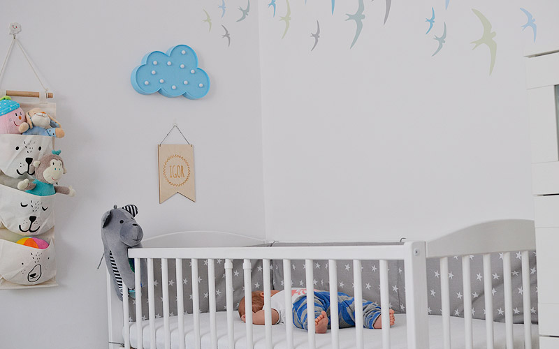 Naklejki w kąciku niemowlaka