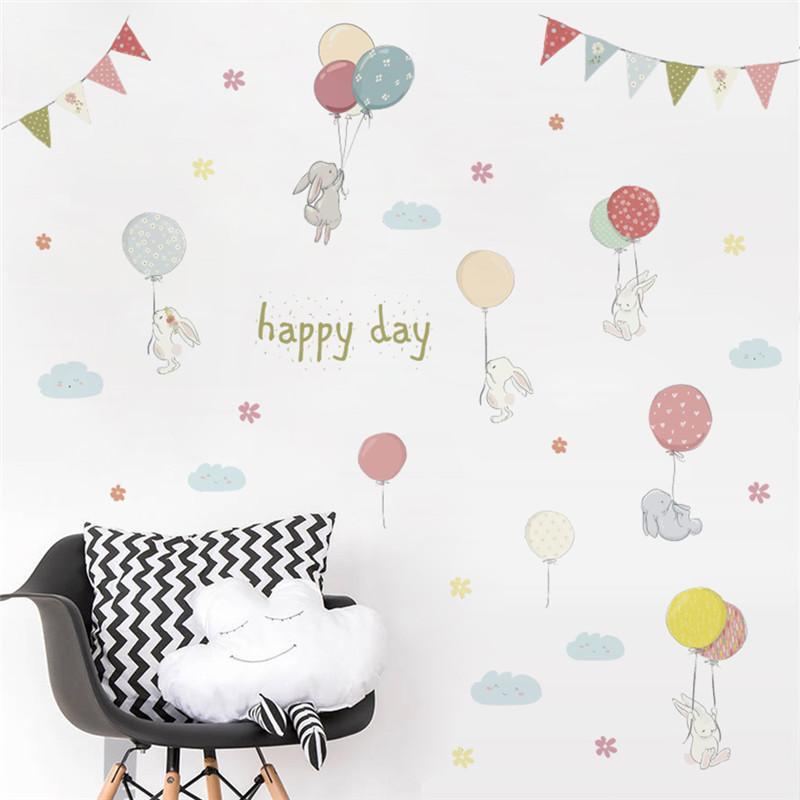 Naklejka na ścianę z Aliexpress z uroczymi królikami i balonikami