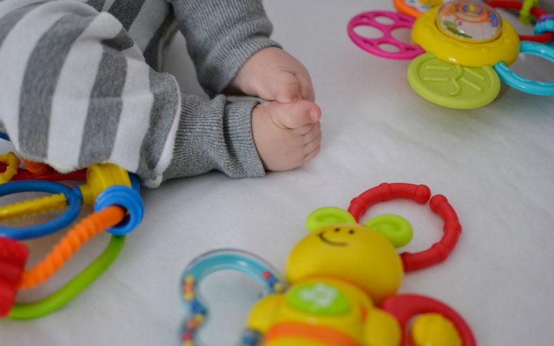 5 zabawek, które nie znudzą się niemowlakowi po 5 minutach