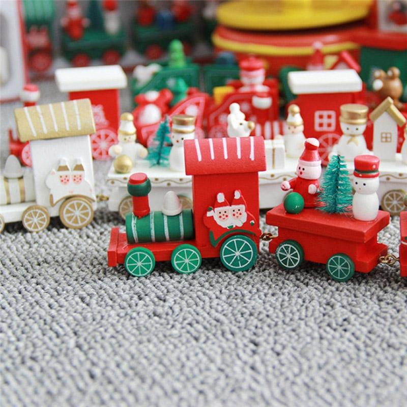 Drewniany świąteczny pociąg