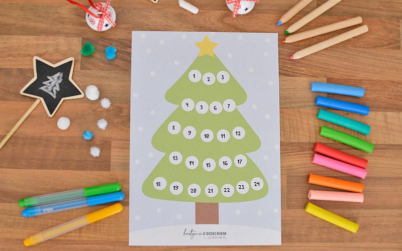 Kalendarz adwentowy w formie świątecznej choinki do kolorowania