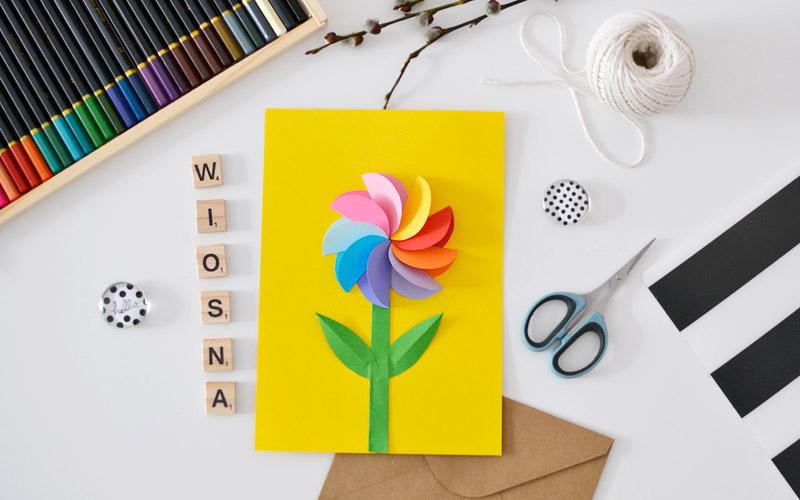 Kolorowy kwiat z papieru