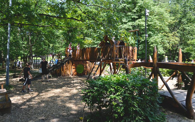 Plac zabaw w Parku Zadole