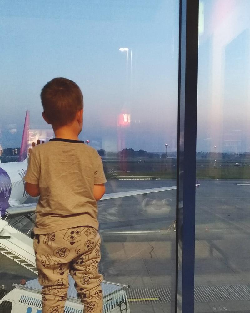 Podróż samolotem z rocznym dzieckiem