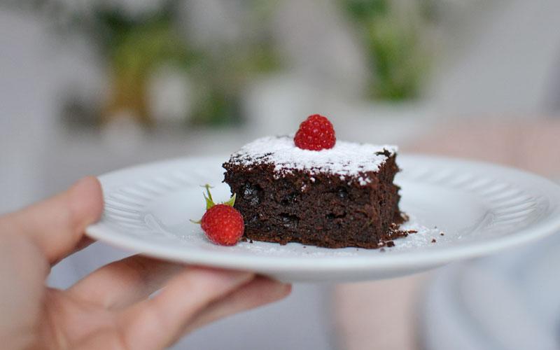 Ciasto czekoladowe z cukinią i malinami