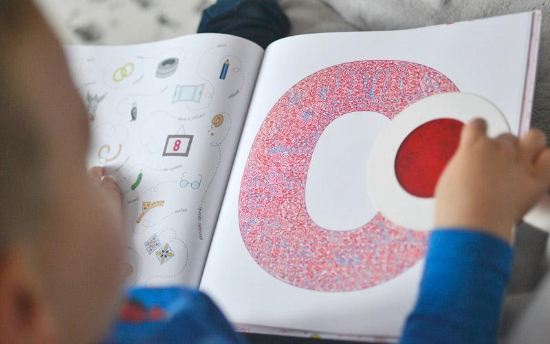 Abecadło po lupą - recenzja i zdjęcia książki dla dzieci