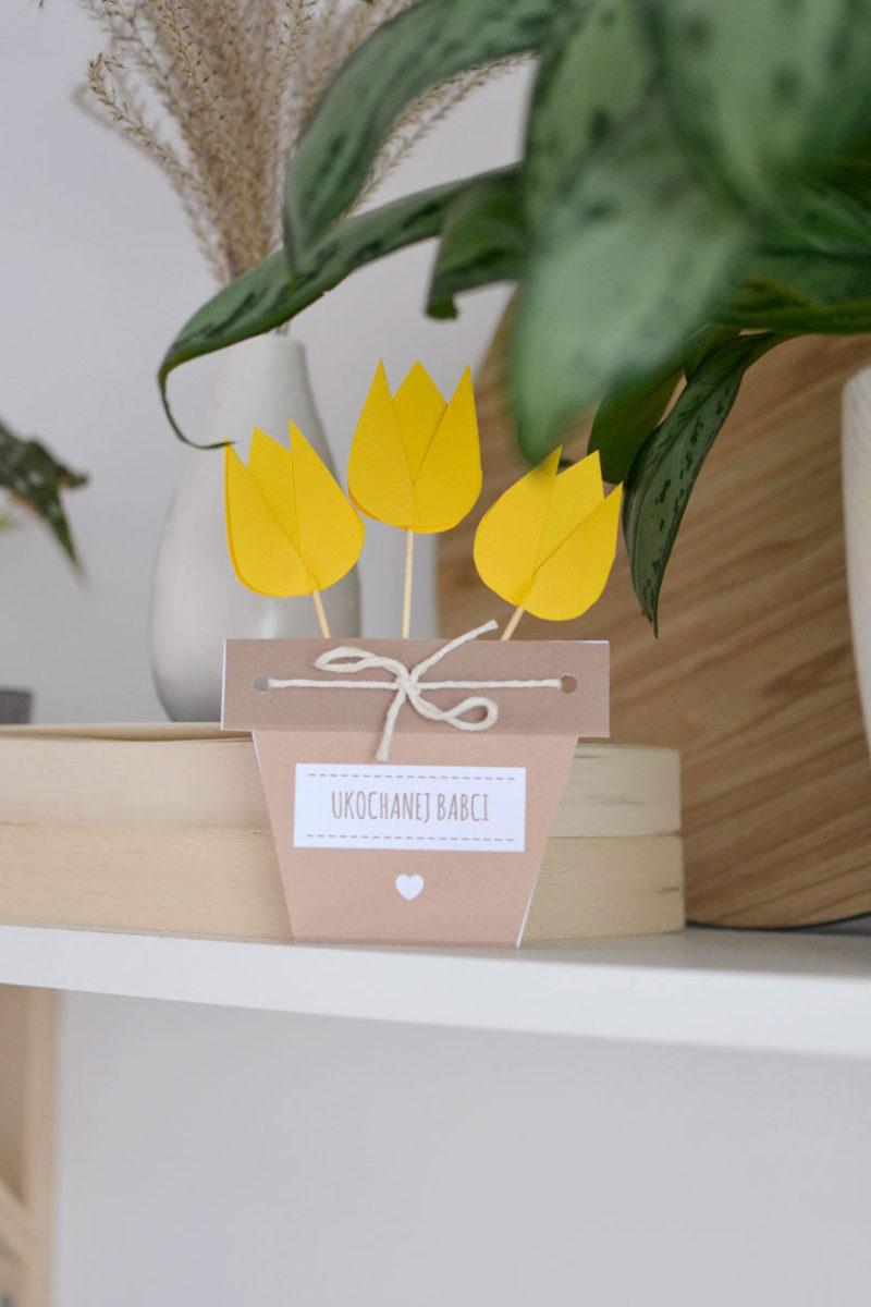 Kwiaty z papieru w doniczce dla babci