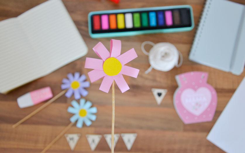 Papierowe kwiaty dla mamy - krok po kroku