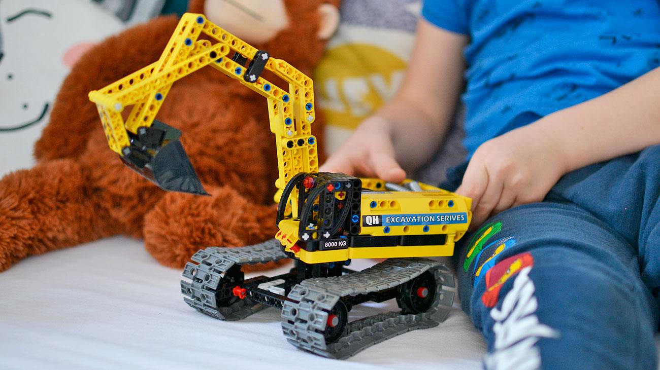 Jedne klocki i 25 możliwości złożenia - Hi-tech robot i koparka
