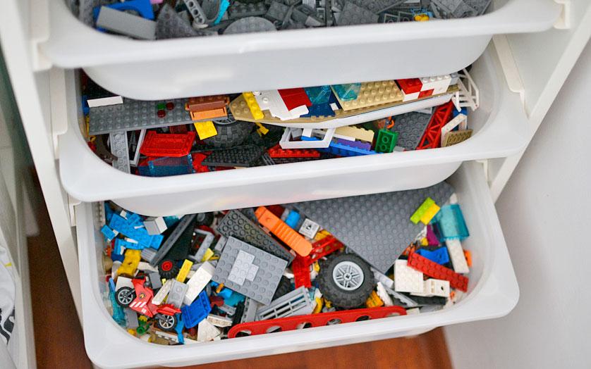 Przechowanie Lego w pokoju dziecka